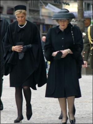 Uitzonderlijk Zwart jurkje begrafenis – Populaire jurken uit de hele wereld &BV48